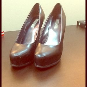 Black Vera Wang pumps