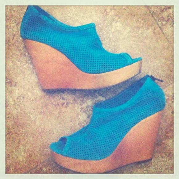 fa88e26401e ⭐️FINAL REDUCTION⭐️Steve Madden Blue Suede Shoes! M 5247e1ed8ae4a07a8d022c4f