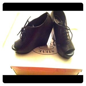 Steve Madden Oxford wedge black