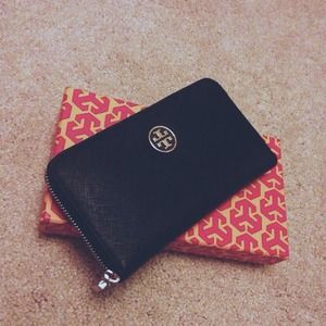 Tory Burch Clutches & Wallets - Tory Burch 'Robinson Continental' Wallet