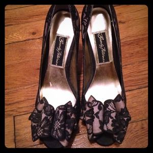 Beverly Feldman  Shoes - New Beverly Feldman peep toe lace heels shoes sz 7