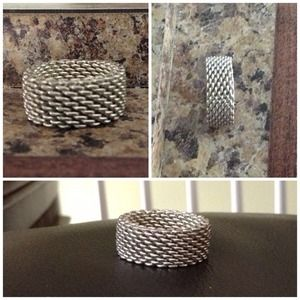 Jewelry - 🎀HP 11/1/13🎀 Mesh ring