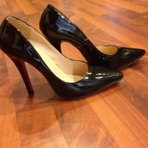 Gorgeous Patent leather heels w/ red bottom detail