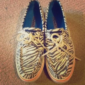🔥MUST GO🔥 Zebra print Sperry top-siders!