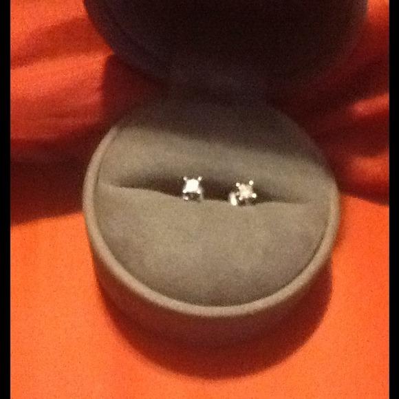 40 off Vera Wang Jewelry Vera wang love collection earrings