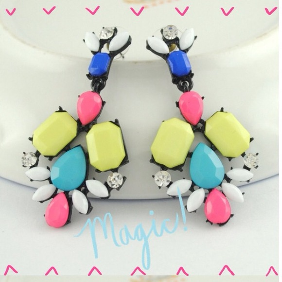 NWOT Gorgeous Colorful Statement Earrings.
