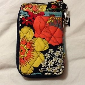 Vera Bradley Clutches & Wallets - NWT Vera Bradley All in One Wristlet Snails 💙