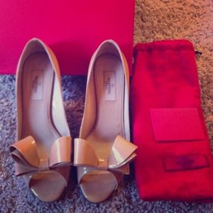 Valentino Shoes - Authentic Valentino Bow kitten heel in Beige