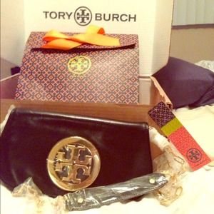 SHARINGTory Burch Logo clutch.