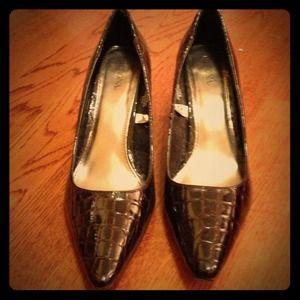 Brown shiny heels