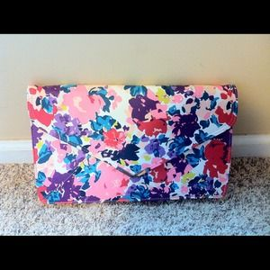 Brand new floral clutch 💕