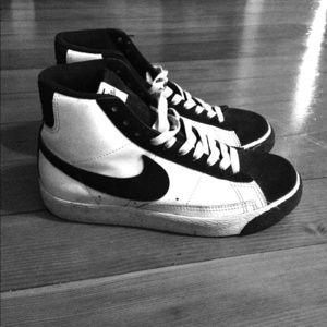 Shoes - Nike blazers