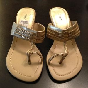 Shoes - SOLD Gold sandal