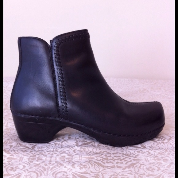 Dansko Scout Black Leather Ankle Boots