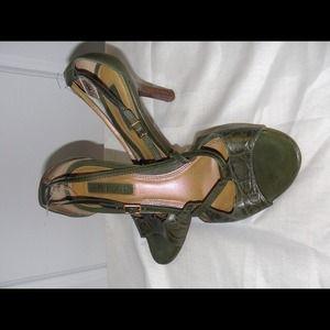 Shoes - Unisa - Olive sandals size 7