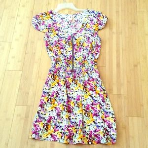 Flowery dress with zipper in the front