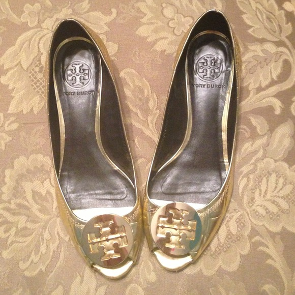 cc914536a8220f Tory Burch Shoes - 🌟SALE  100🌟 gold Tory Burch wedges