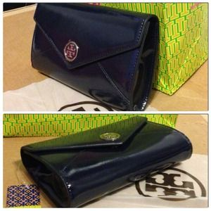 Tory Burch Clutches & Wallets - 💯Authentic TORY BURCH Robinson Envelope Clutch