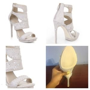 BCBGMAXAZRIA FREEDA HIGHHEEL EMBOSSED SANDAL WHITE