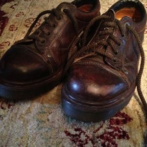 Doc Martens - low, brown size 6 women's
