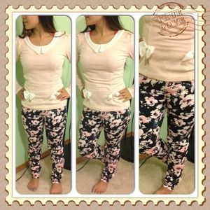 Pants - Floral skinny jeans!