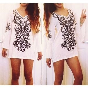 Tops - TRADED 💟 SYLK Boho White Embroidered Tunic