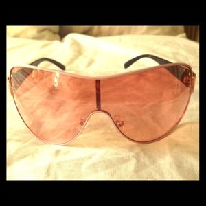 Pink rim and lens Steve Madden sunglasses!!