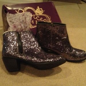 Princess Vera Wang sequin silver zip up ankle