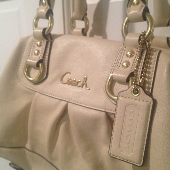 Coach Cream Shoulder Bag 95