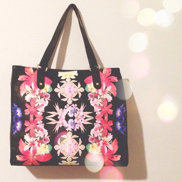 Bags   Sold In Bundlenwt Kaleidoscope Floral Tote   Poshmark 9d10894a72