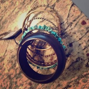 Accessories - Set of 7 beautiful bangles NWT