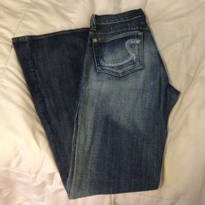 Rock & Republic jeans with embellished pockets
