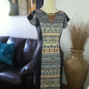 Dresses & Skirts - NWOT Trendy printed hour glass slimming dress 🎀