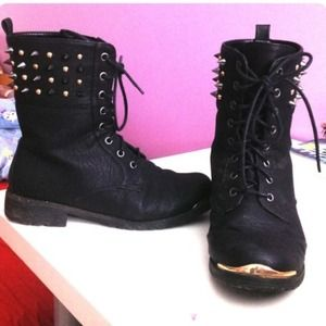 Wild Diva Lounge blacked spiked combat boots
