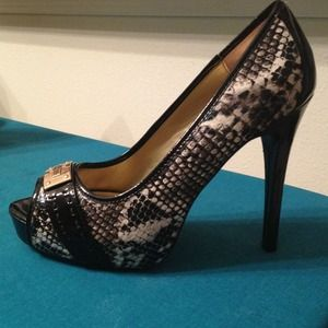 Guess shoes 8.5 size