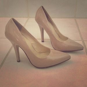 Segolene Paris Shoes - 💓SALE💓Segolene Paris nude patent,  pumps!!