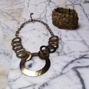 Jewelry - Gold necklace and bracelet. Costume jewelry.