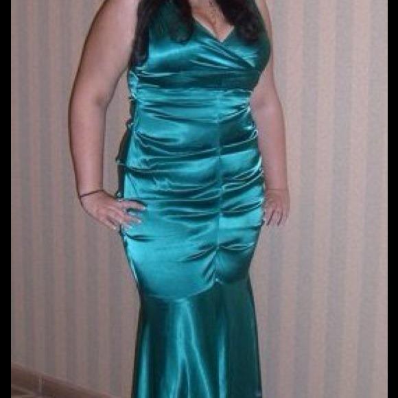Dresses & Skirts - Green prom evening dress