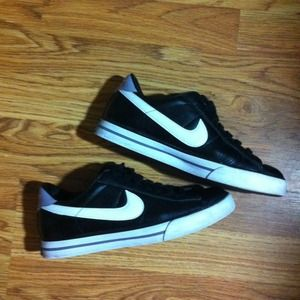 Black & White Nike BRS