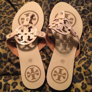 560043527e87 Tory Burch Shoes - Tory Burch Miller inspired sandals ❤