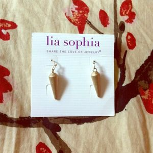 Lia Sofia earrings! Matte gold
