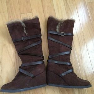 Shoes - Brown feather-trimmed boots