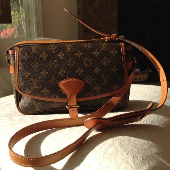 cf79cdc32ab9 Louis Vuitton Handbags - AUTHENTIC vintage Louis Vuitton Sologne bag