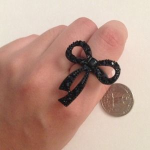 NWT black rhinestone bow ring