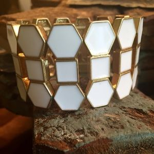Jewelry - 🎉Host Pick🎉 White statement stretch bracelet