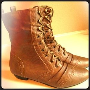 ✂️PRICE CUT ✂️Extremely Cute Fall Boots!