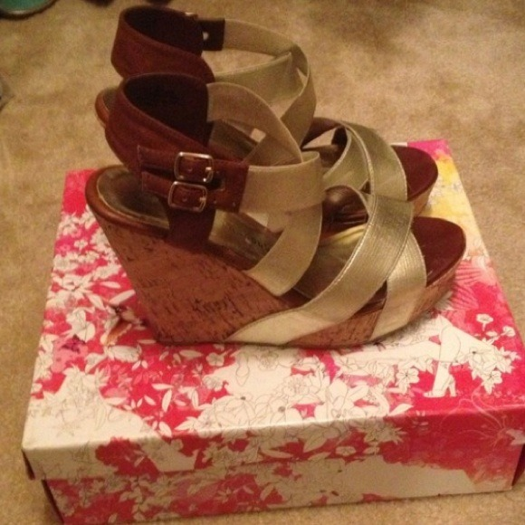 Chinese Laundry Shoes - NWOT Chinese Laundry gold sandals