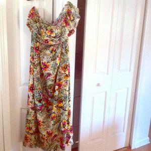 Torrid Dresses & Skirts - Torrid Hawaiian Florals Strapless Maxi Dress