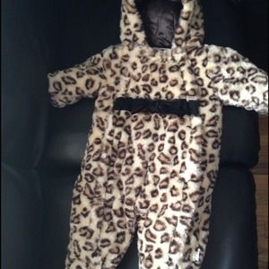 Gorgeous leopard snow suit