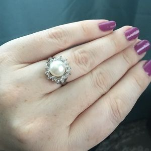 Jewelry - 🎉🎉HOST PICK🎉🎉Pearl ring